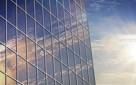 Foto de A clouds reflection in glass wall of building - Imagen libre de derechos