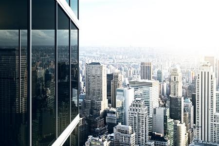 Photo pour Modern glass office building - image libre de droit