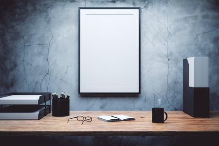 Foto de mock up of empty picture frame on the desk - Imagen libre de derechos