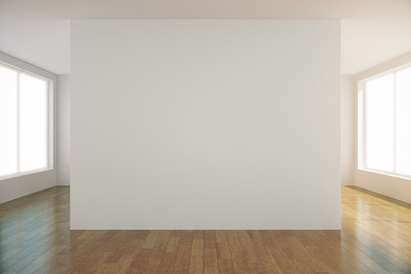 Foto de Empty light room with blank white wall in the center, mock up - Imagen libre de derechos