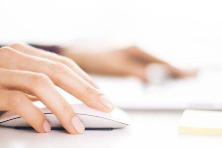 Foto de Closeup of businesswoman hands using computer mouse - Imagen libre de derechos