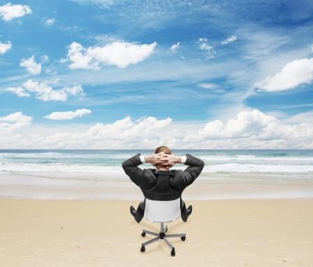Photo pour relaxing businnessman sitting on beach - image libre de droit
