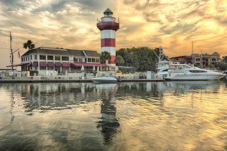 Photo pour Harbor with lighthouse on Hilton Head Island - image libre de droit