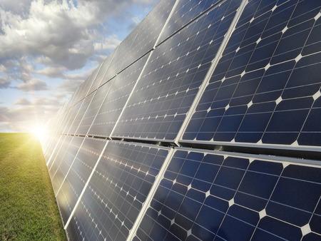 Photo pour Power plant using renewable solar energy - image libre de droit