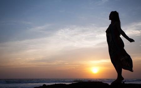 Foto de beautiful girl relaxes on background of ocean, bali, indonesia - Imagen libre de derechos