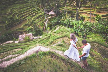 Photo pour Happy couple traveling at Bali, rice terraces of Tegalalang, Ubud - image libre de droit