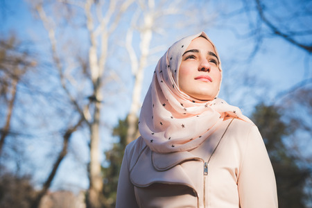Photo pour young beautiful muslim woman at the park in spring - image libre de droit