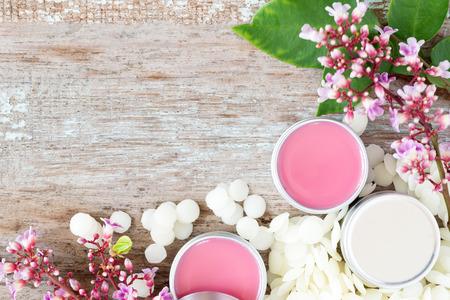 Photo pour homemade natural lip balm in tin pots, D.I.Y. projects - image libre de droit