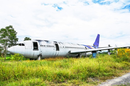 Photo pour Abandoned Airplane Graveyard at grassland in Chiang mai,Thailand. - image libre de droit