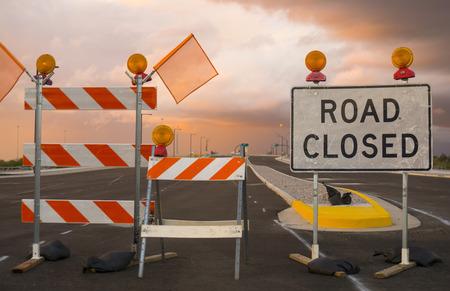 Photo pour Road closed sign - image libre de droit