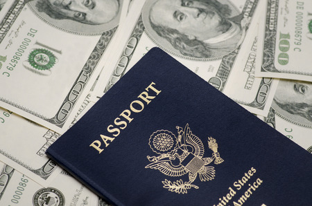 Photo pour US Passport and pile of US dollar money - image libre de droit