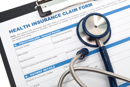 Photo pour Medical and health insurance claim form with stethoscope on clipboard - image libre de droit