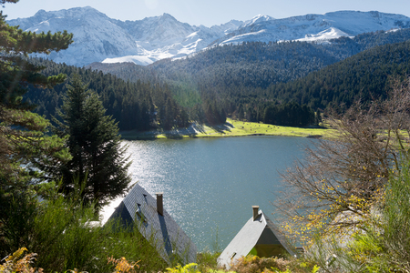 Foto de a lake of Payolle in the french Pyrenees - Imagen libre de derechos