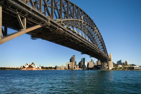 Foto per The huge steel structure of the Harbour Bridge, with the Opera House in the background, Sydney, Australia - Immagine Royalty Free