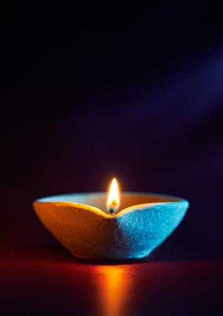 Photo pour Traditional clay diya lamps lit during diwali celebration - image libre de droit