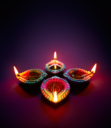 Foto de Colorful clay diya lamps lit during diwali celebration - Imagen libre de derechos