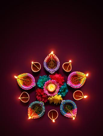 Photo pour Colorful diya lamps lit during diwali celebration - image libre de droit