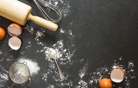 Photo pour bakery background : baking ingredients - image libre de droit