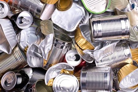 Foto de Metal cans and tins prepared for recycling  - Imagen libre de derechos