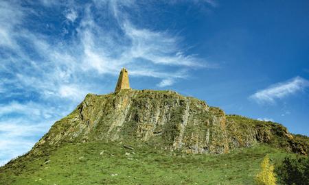 Photo pour Mountain road spring ranges landscape. Mountain hill road panorama. - image libre de droit