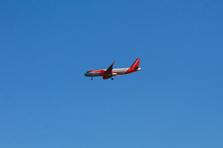 Photo pour Palma-de-Mallorca, Spain - Oct 02, 2018: Planing of EasyJet Airlines when landing - image libre de droit