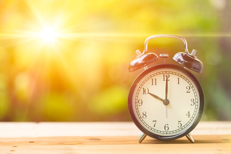 Foto de Retro 10 o'clock and Morning sun with Bright and Flare Day Light Blur Green Garden Background with space for text. - Imagen libre de derechos