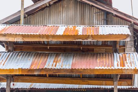 Foto de old vintage rust roof wood building rusty metal zinc sheet texture - Imagen libre de derechos