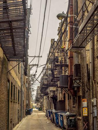 Foto de Back alley with rat warnings - Chicago Chinatown - Imagen libre de derechos
