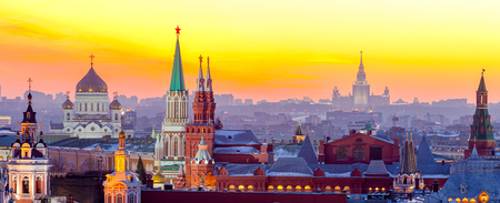Photo pour Evening Moscow, View of the Moscow Kremlin, the Cathedral of Christ the Saviour and the University. Russia - image libre de droit