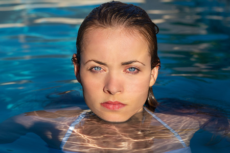 Photo pour Summertime in pool. Portrait of young sexy woman with wet hair in pool. - image libre de droit
