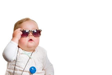 Photo pour Toddler with sunglasses on white background - image libre de droit