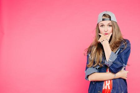 Foto de Young serious teen girl confident looking at camera. - Imagen libre de derechos