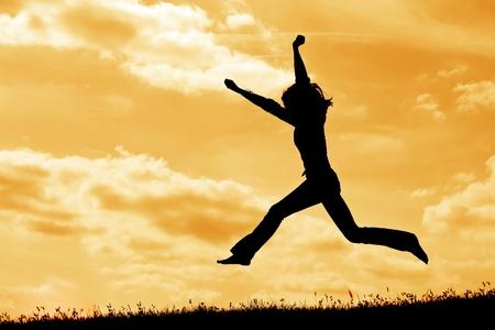 Photo pour silhouette of jumping  woman on the sky background - image libre de droit