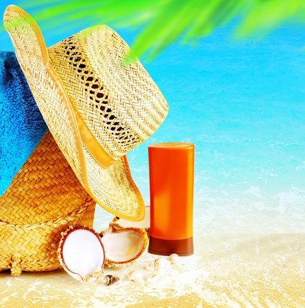 Photo pour Summertime holidays background, concept image of vacation and travel, beach items on the sand, paradise island for relaxing getaway, natural spa resort, freedom lifestyle  - image libre de droit