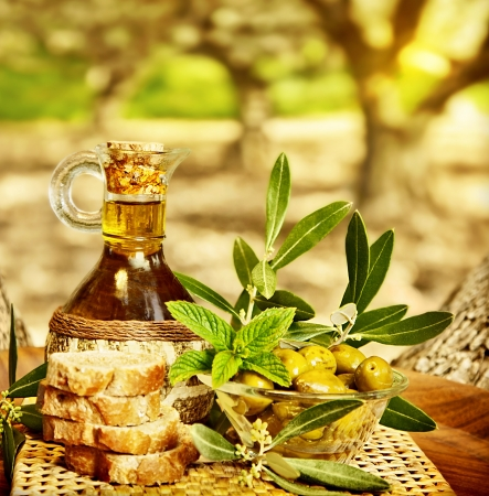 Foto de Olives still life, fresh food in garden of olive trees, farm land at countryside of Lebanon, homemade healthy olive oil and bread, harvest time - Imagen libre de derechos