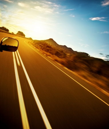 Photo pour Road trip, car on the highway, speed drive, road-trip in sunny day, journey and freedom concept, travel and vacation   - image libre de droit
