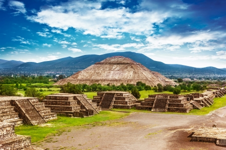 Photo pour Pyramids of the Sun and Moon on the Avenue of the Dead, Teotihuacan ancient historic cultural city, old ruins of Aztec civilization, Mexico, North America, world travel - image libre de droit