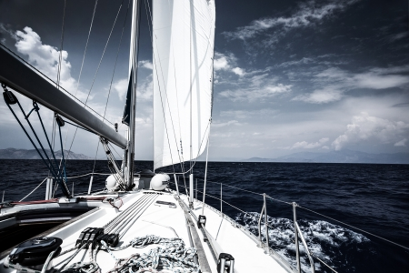 Photo pour Luxury sail boat in the sea at evening, extreme water sport, yacht in action, summer transport, trip in the ocean, active holidays concept - image libre de droit