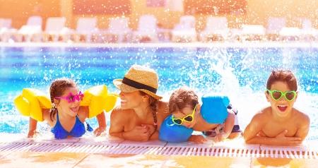 Foto de Active happy family having fun in the pool, spending time together in aquapark, summer holidays, joy and pleasure concept - Imagen libre de derechos