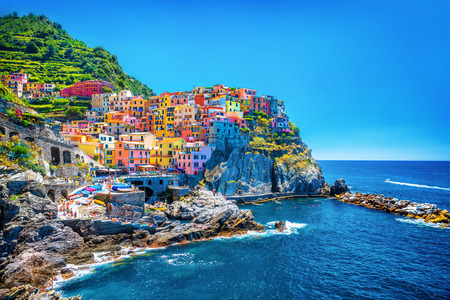 Foto de Beautiful colorful cityscape on the mountains over Mediterranean sea, Europe, Cinque Terre, traditional Italian architecture - Imagen libre de derechos