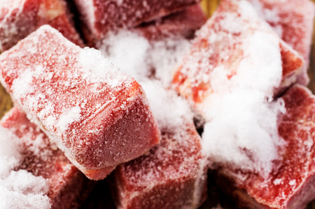Foto de Frozen beef slices in hoarfrost close up - Imagen libre de derechos