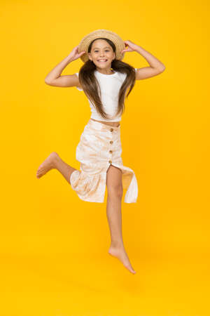 Photo pour Cheerful small girl summer outfit jumping, take it easy concept - image libre de droit