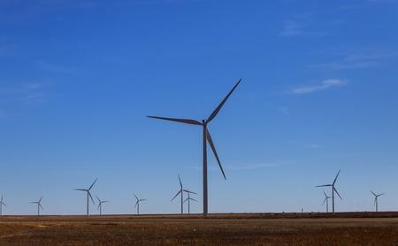 Foto de A windmill with modern wind turbines in the located in West Texas sunny day - Imagen libre de derechos