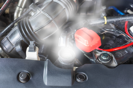 Photo pour Car engine over heat due to no water in radiator and cooling system. - image libre de droit
