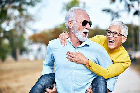 Photo pour portrait of happy smiling senior couple outdoors - image libre de droit