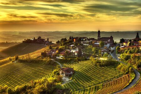 Photo pour The village of Treiso, in the Langhe (Piedmont, Italy), in the limited production area of ??the prestigious Barbaresco wine. - image libre de droit