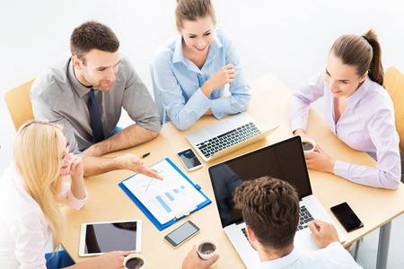 Foto de Business people meeting at table - Imagen libre de derechos