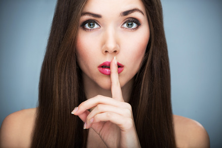 Photo pour Woman making silence gesture - image libre de droit