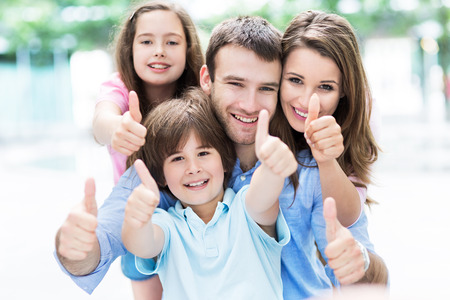 Photo pour Family showing thumbs up - image libre de droit