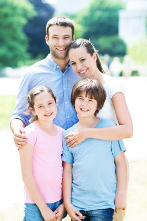 Photo pour happy family outdoors - image libre de droit